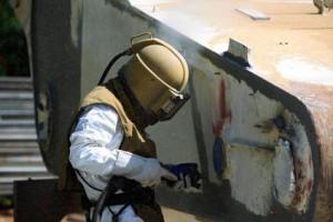 Sandstrahlarbeiten an Brücken und Gebäuden
