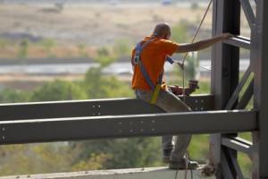Sanierung eines Strommastes für den Oberflächenschutz